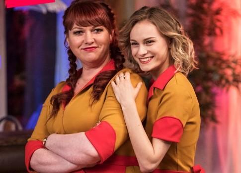 Две девицы на мели 2 сезон русский сериал