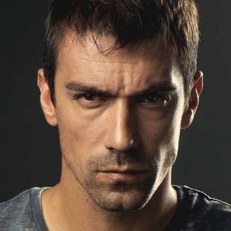 турецкий актер Ибрагим Челиккол